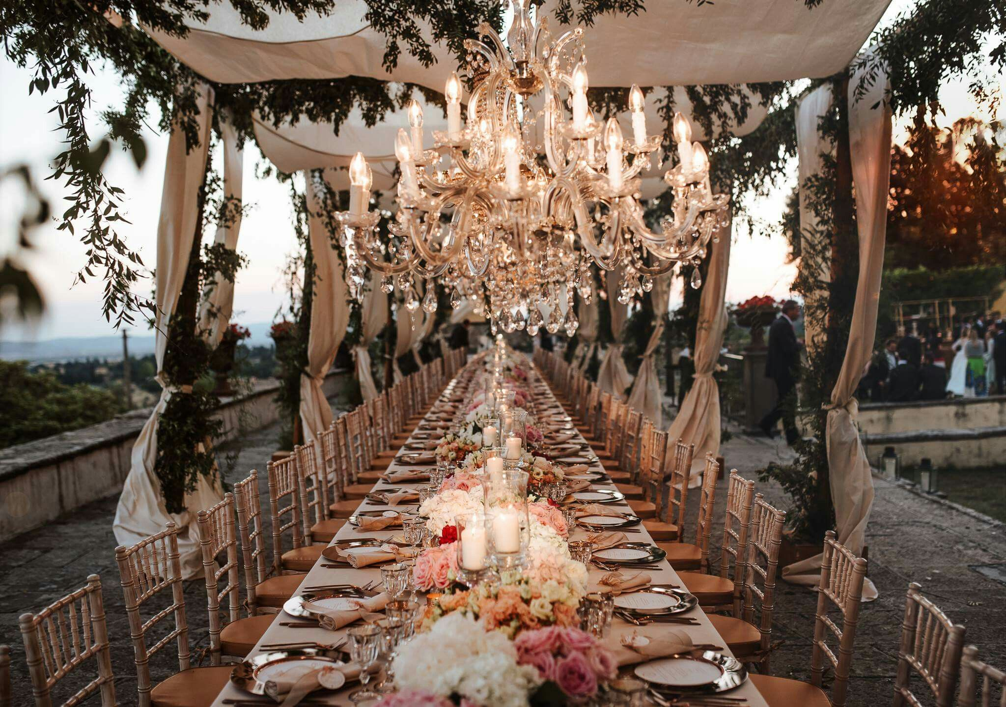 Imperial Table Settings, Ideas For Luxury Weddings In Tuscany. Peonies  English Roses And Lisianthus