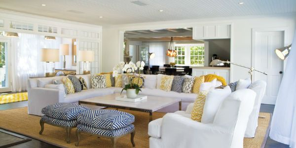 You don 39 t have to live by the beach to enjoy the hamptons for Hamptons beach house interiors