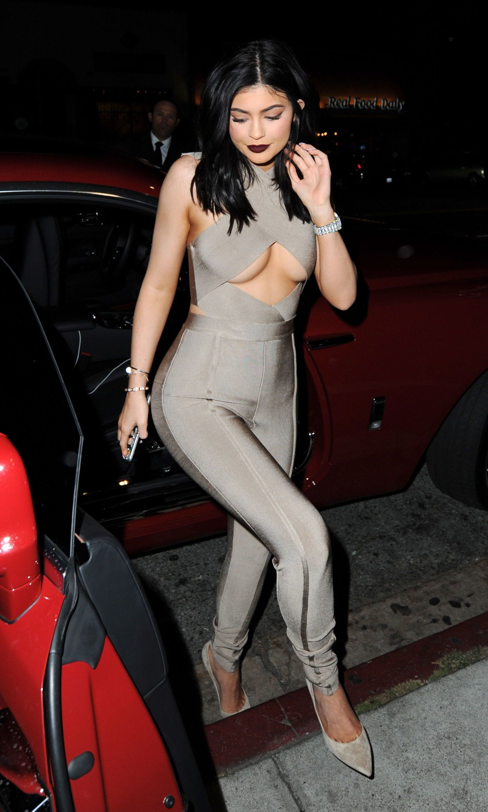 Kendall Jenner Shows Her Boob While Kylie Displays Her Nip Pokies naked (48 image)