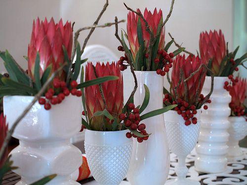 Christmas Table With Proteas African Christmas Christmas Decorations Table Settings Christmas Arrangements