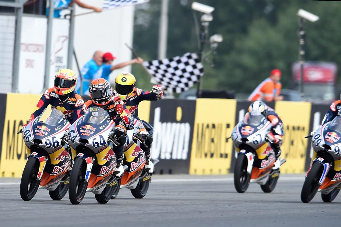 From Vroom Mag... Red Bull Rookies, Brno: Bendsneyder back on track as Di Giannantonio falters in Race 2