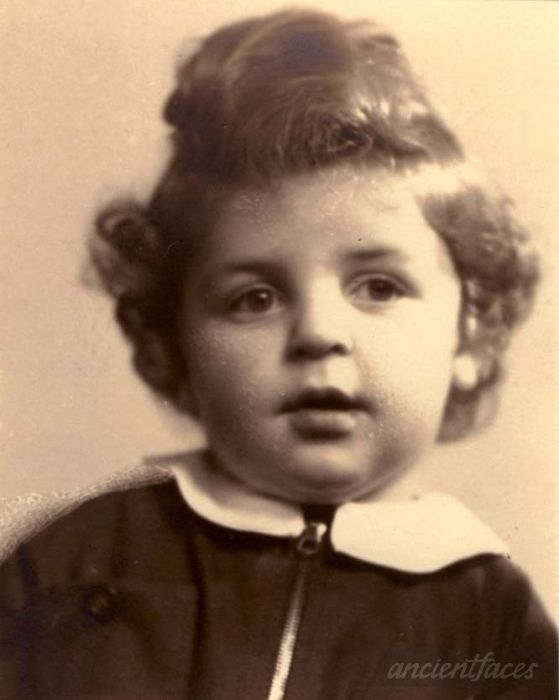 Robert Zylbergold was sadly murdered at Auschwitz Death Camp on October 13, 1942 at age 2 1/2 years