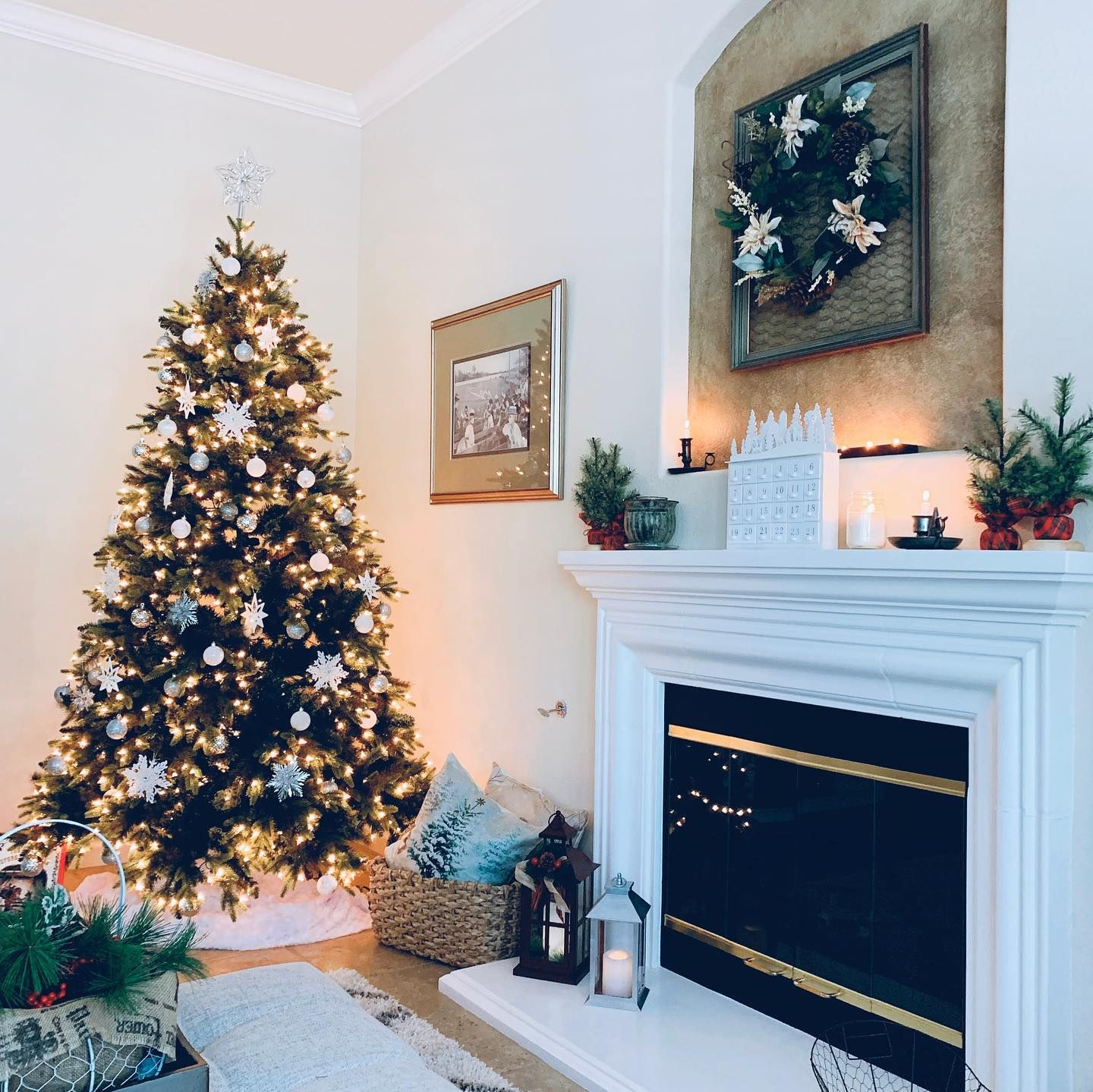 It S Beginning To Look Like Christmas Up In Here In 2020 Holiday Decor Christmas Decor