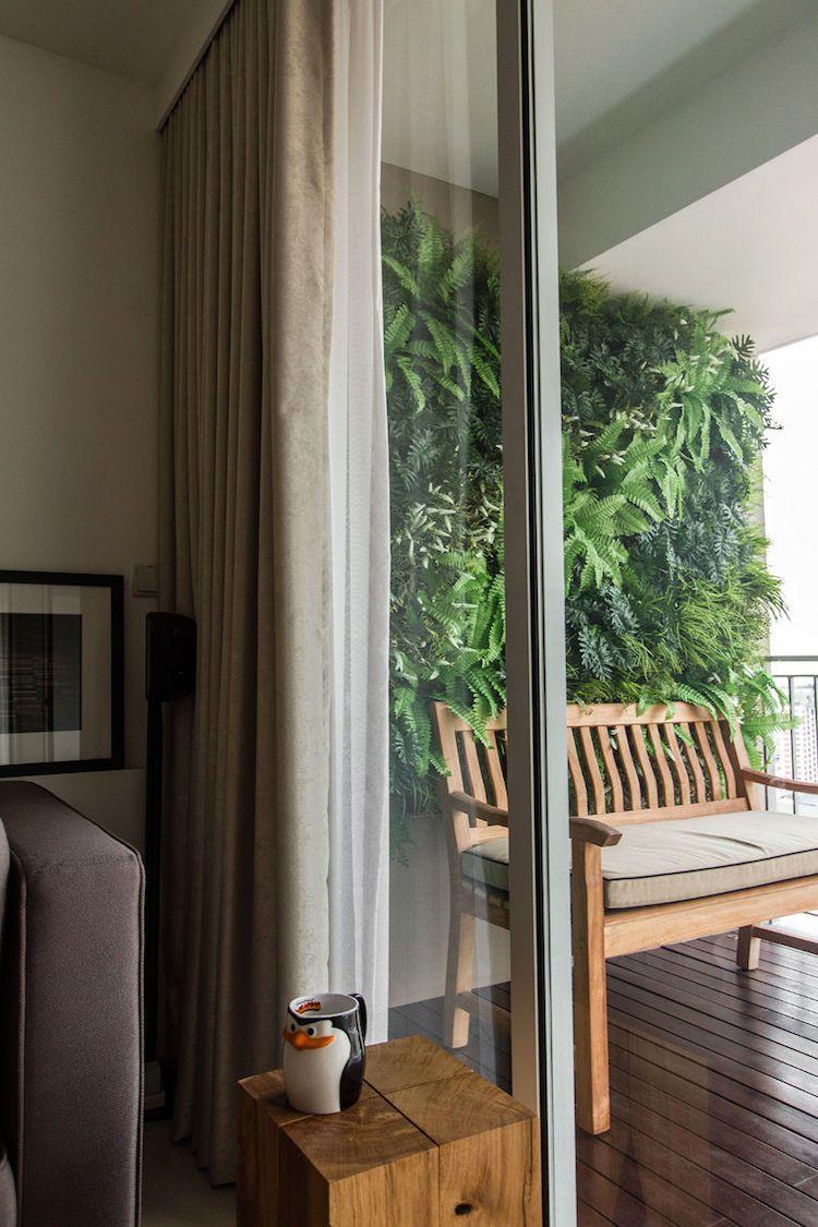 mur végétal comme brise-vue balcon- un jardin vertical de fougères
