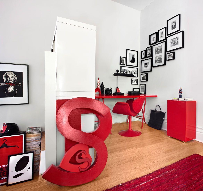 Черно-белые картины и яркая красна мебель | Дизайн ...