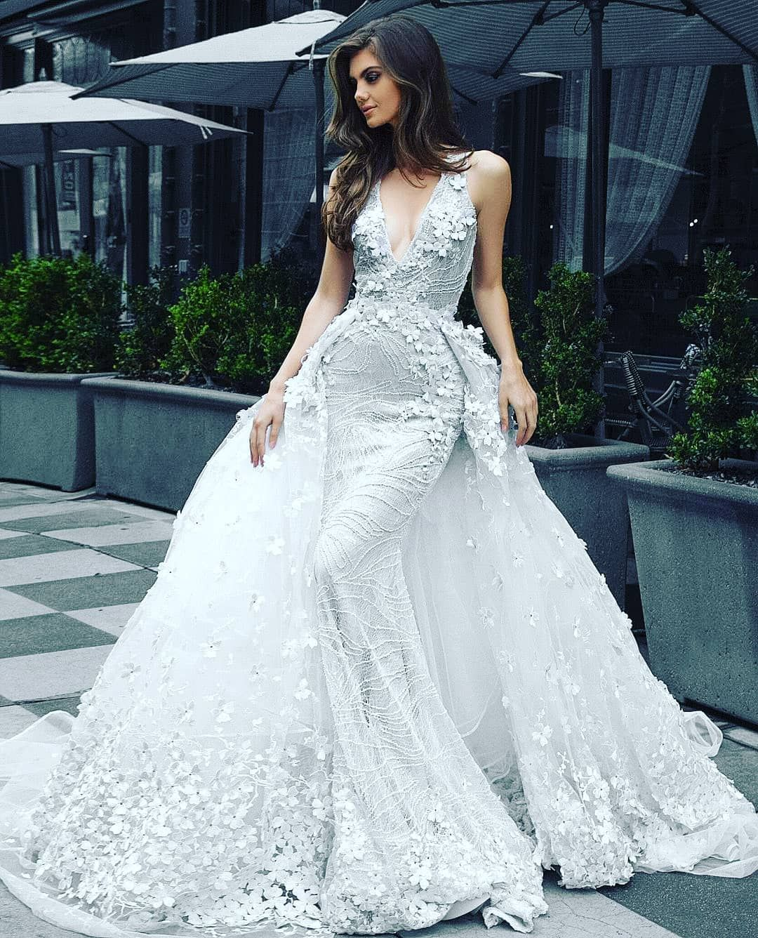 Pin By Estela Alatorre On Wedding Dresses In 2020 Glamourous Wedding Dress Wedding Dresses Wedding Dress Accessories