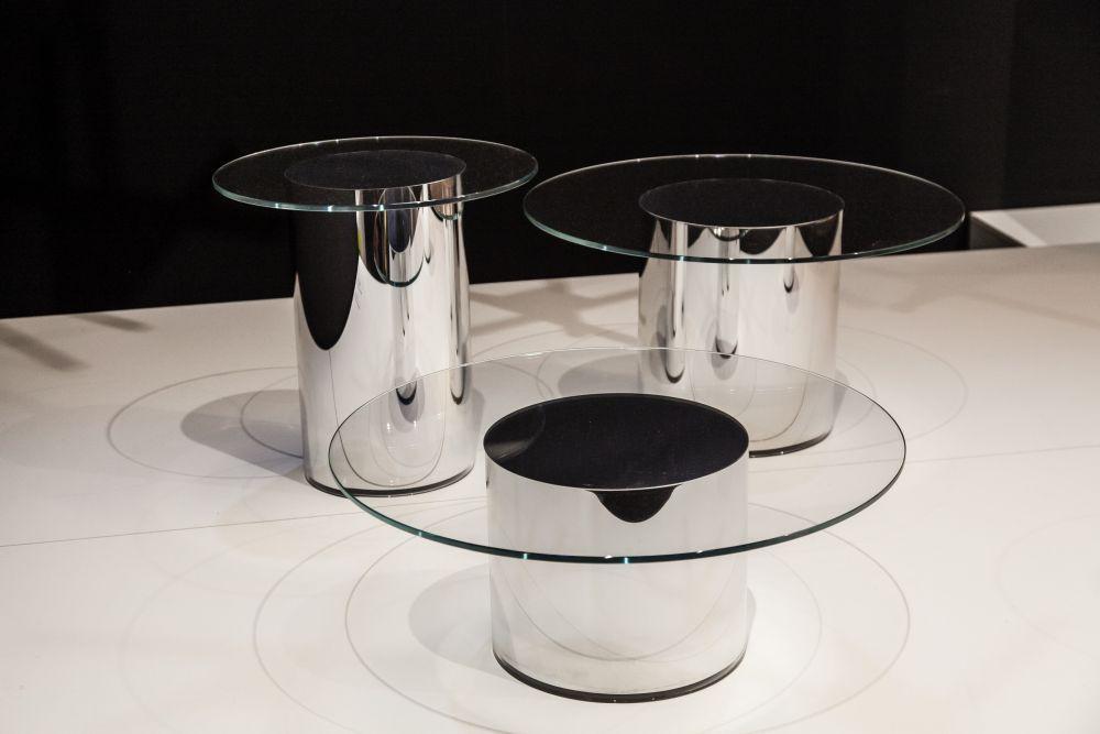 Moderne Couchtische mit runden Glasplatten und zeitlosen Designs