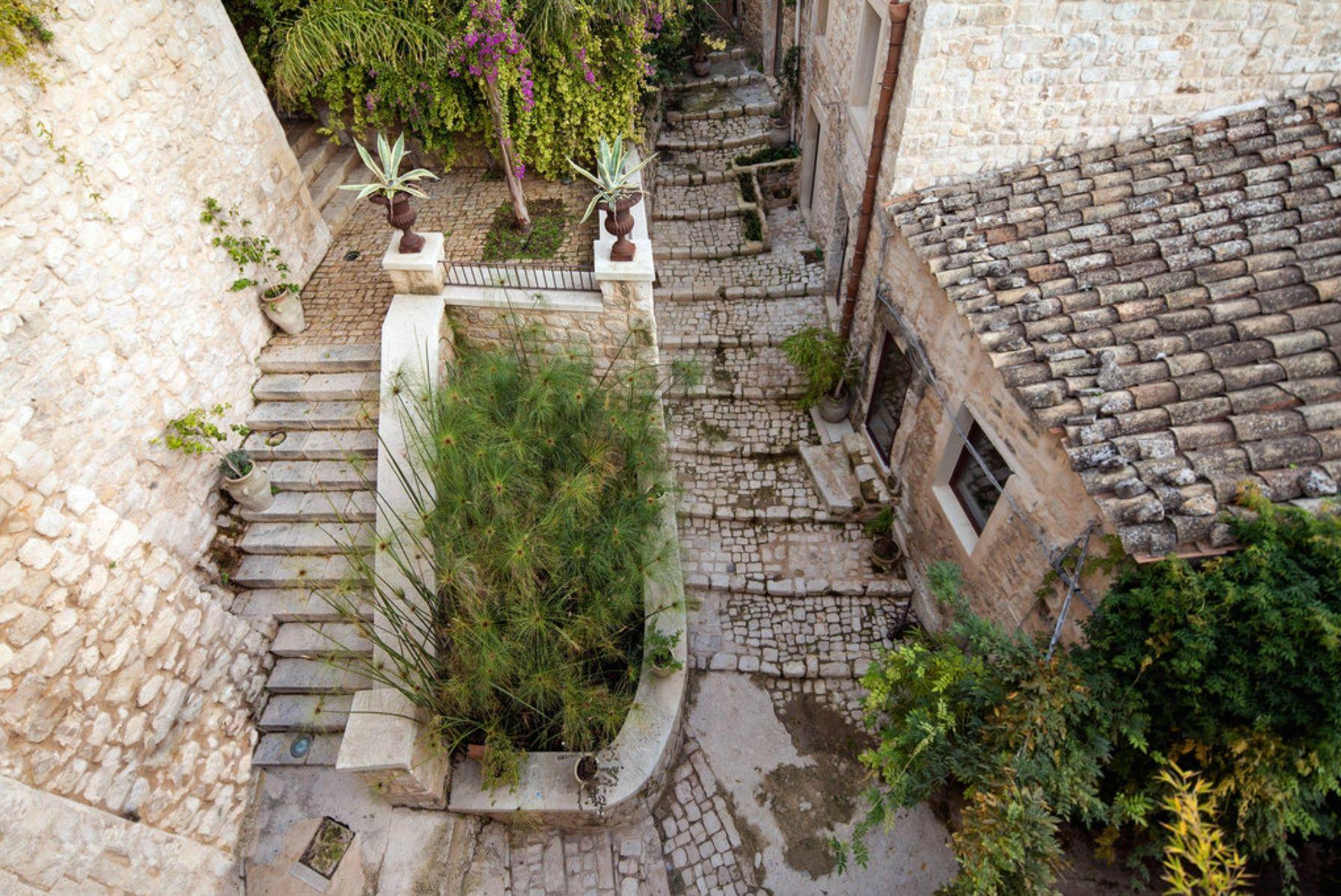 VILLA IN A BAROQUE-ERA SICILIAN TOWN