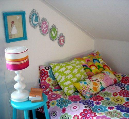 retro girls bedroom color