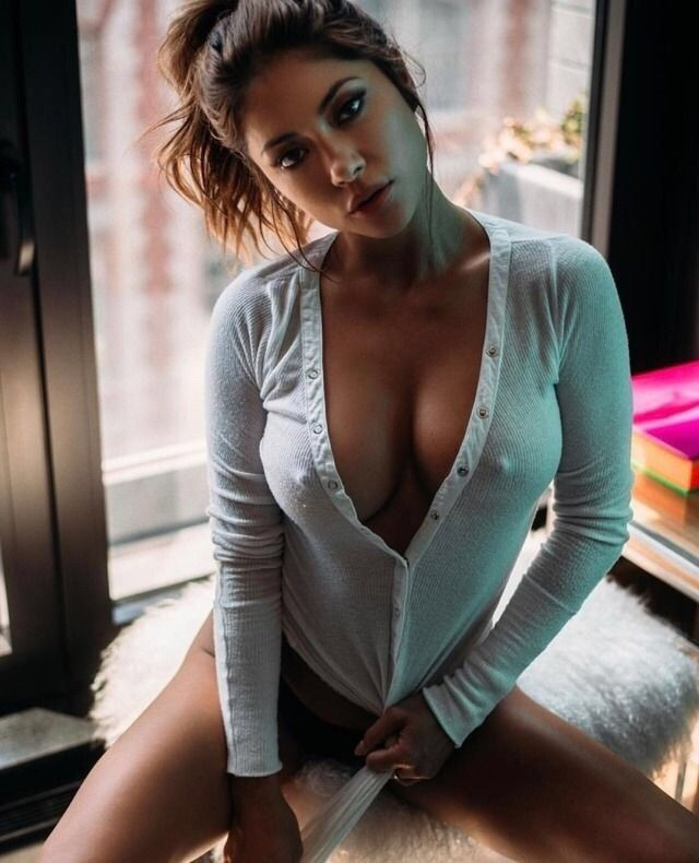 women Beautiful busty