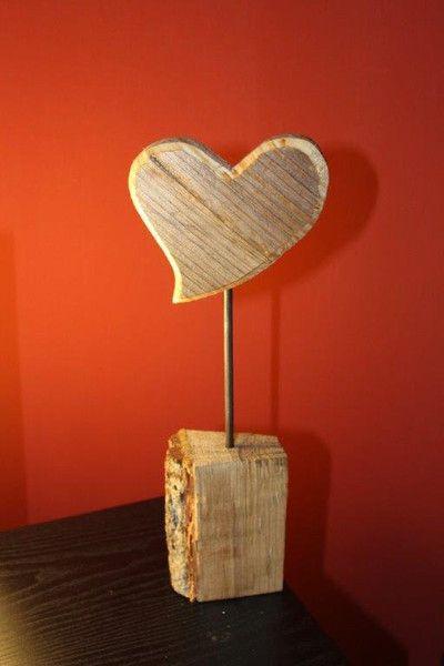 Gartendekoration - Herz aus Holz auf Holzklotz - ein Designerstück - gartendekoration aus holz