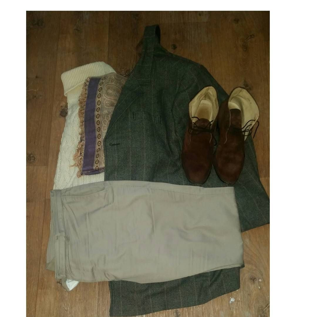 My outfitt for the day , Aran Roll-neck, Khakis twill trousers, Suede Chukka boots, Tweed overcoat, Silk pashmena to keep warm, when putting your out fit togeather take & check what you will be...