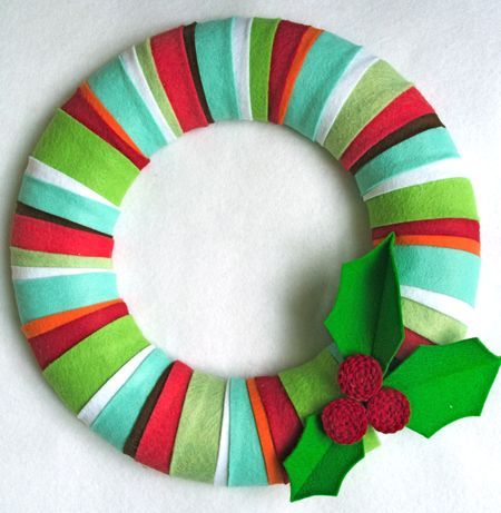 Felt wreath. I might actually make this...though I will probably use white and grey/silver and make a snowflake so I can leave it up all winter.