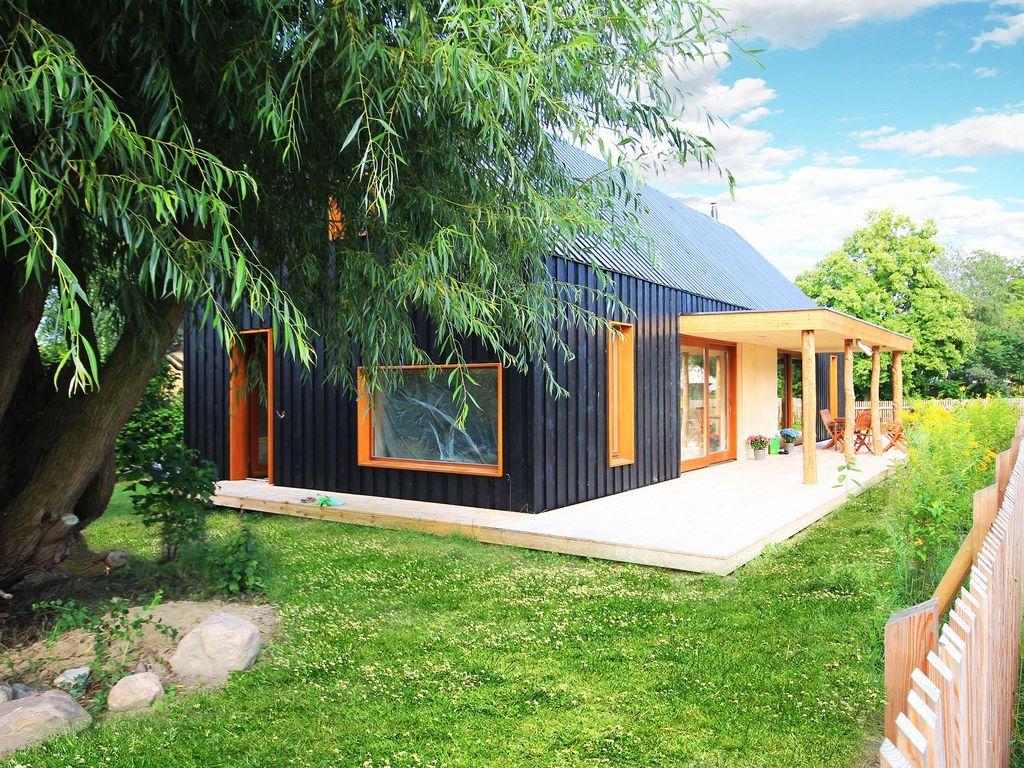 Modernes Holzhaus ferienhaus loi black in loissin 2 schlafzimmer für bis zu 12
