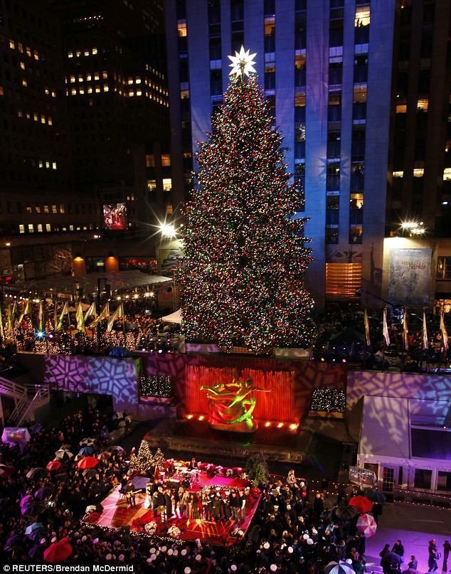 rockefeller center christmas tree lights go on as shakira and aretha new york