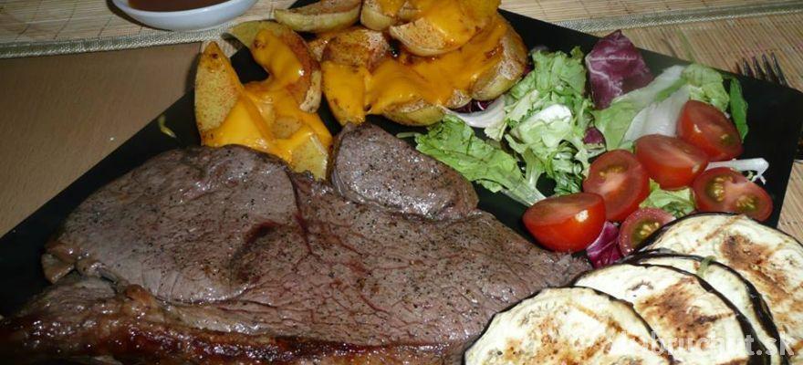 Rump steak + zemiačky zapečené s cheddarom