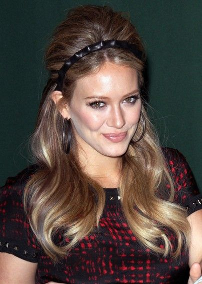 Hilary Duff Long Retro Hairstyle With Headband Hairstyles Weekly Hair Styles Retro Hairstyles Headband Hairstyles