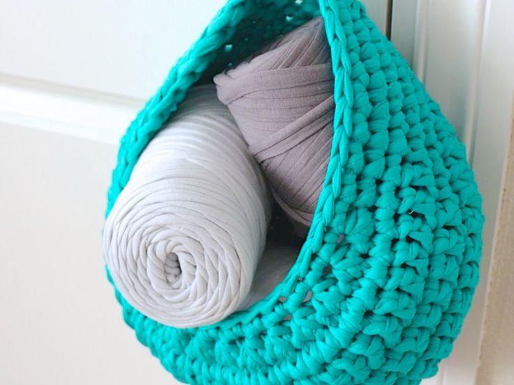 h ngekorb aus hoooked zpagetti crochet h keln stricken h keln ideen. Black Bedroom Furniture Sets. Home Design Ideas