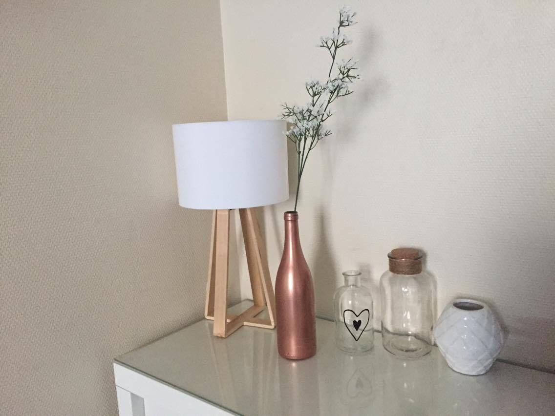 alice a r alis un joli soliflore partir d 39 une bouteille en verre gr ce une bombe de. Black Bedroom Furniture Sets. Home Design Ideas
