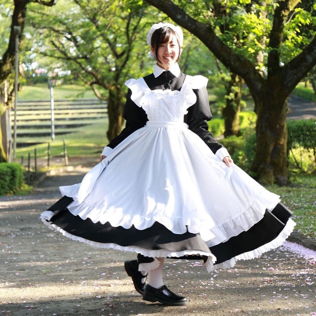 The pretty maid goes for a pretty twirl! Not quite enough to plate ...
