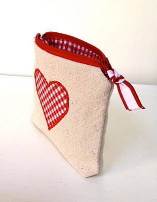 Cute little favor bags to sew for Valentine's Day!