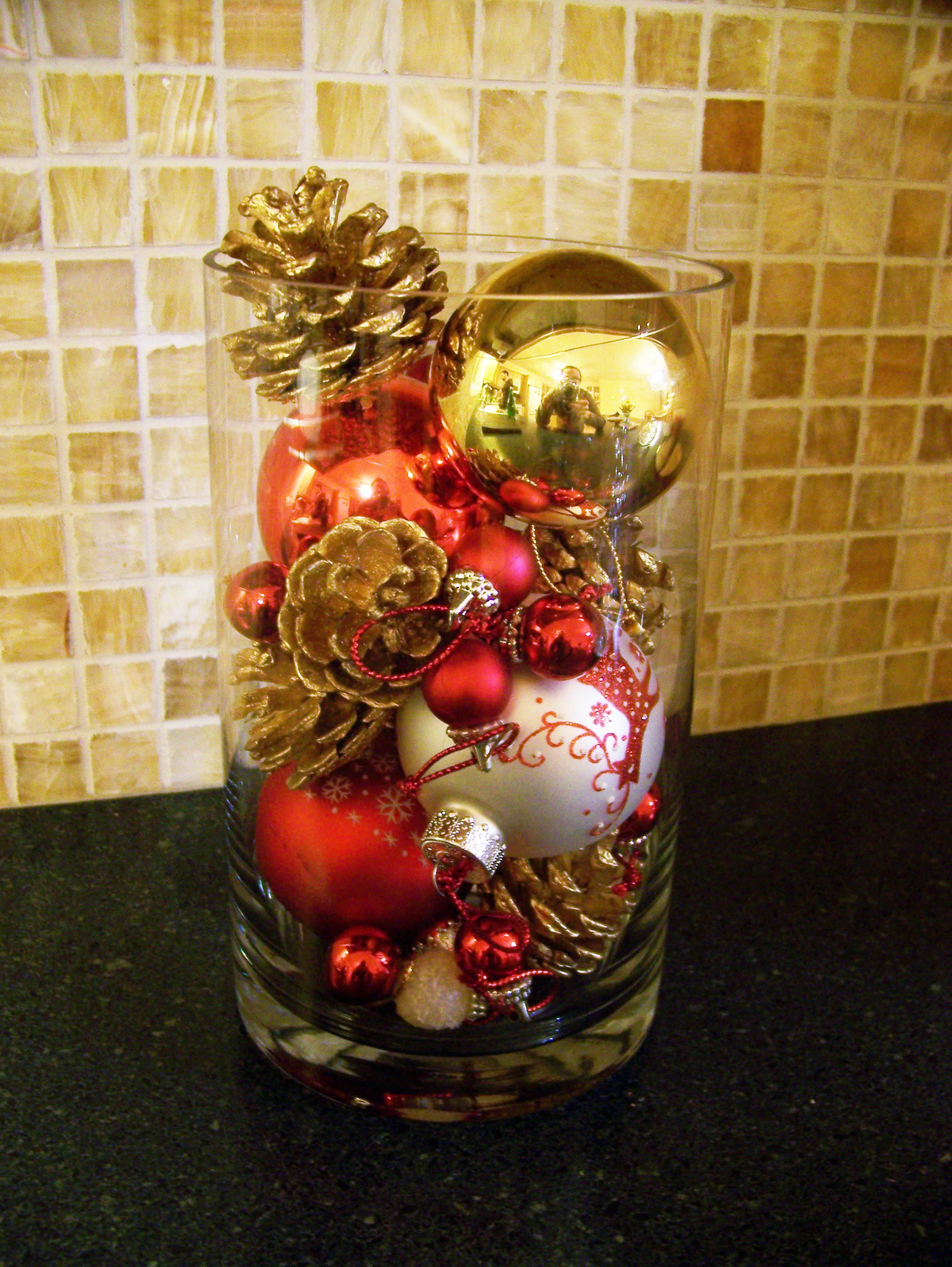 Christmas In A Vase Christmas Vases Christmas Centerpieces