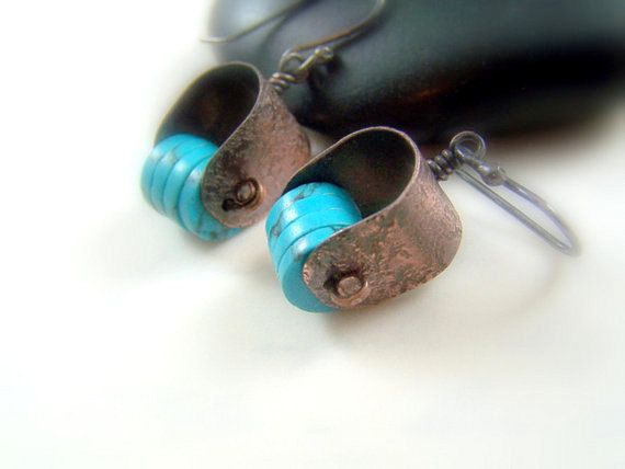 Martelé en cuivre boucles d oreilles. Bijoux turquoise. Décembre Birthstone  boucles d . Pierres De NaissanceBijoux ... 1f04b20b9a56