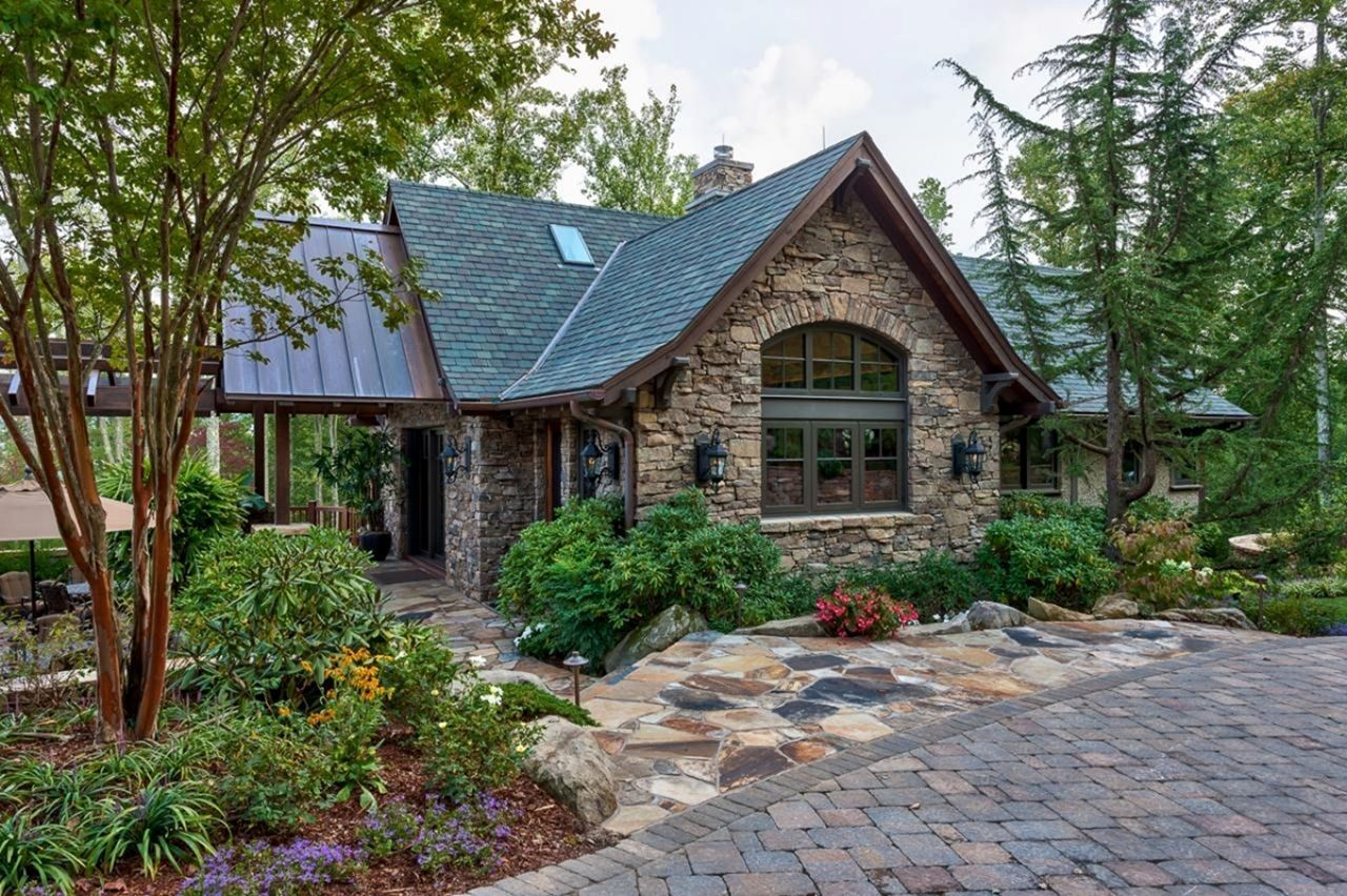10 Stunning Rustic Stone House Makes Your Home Natural Small Rustic House Rustic Houses Exterior Rustic House Plans
