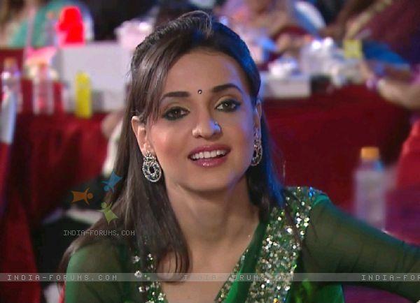 1e131ba796898 Sanaya irani in Green designer saree