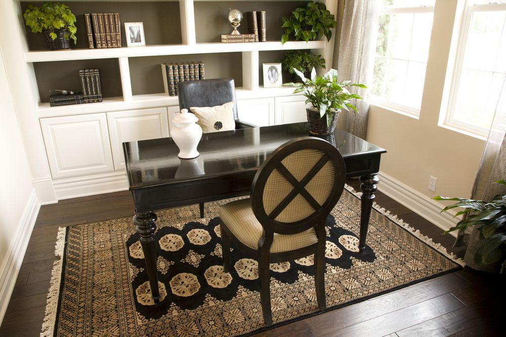 Small Contemporary Home Office Design Idea With Dark Wood Floor Rug Dark Desk And White Built In Boo Modern Home Office Home Office Decor Luxury Modern Homes