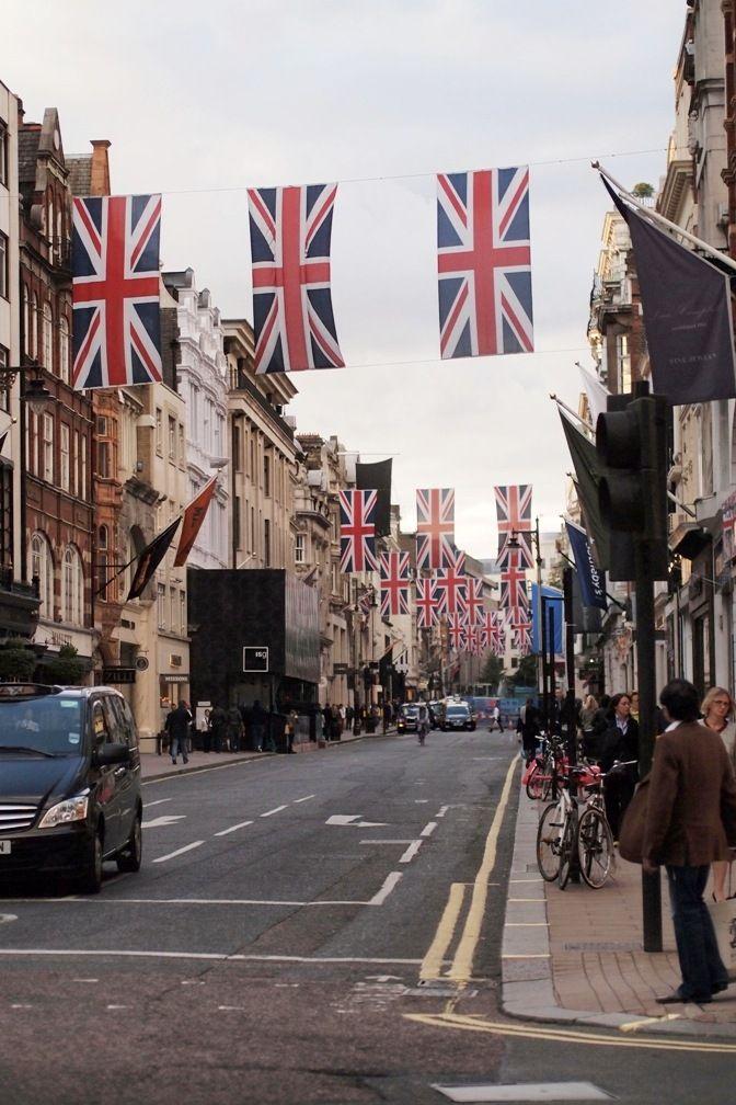 Flags up London.  http://trendi.fi/blogi/pupulandia