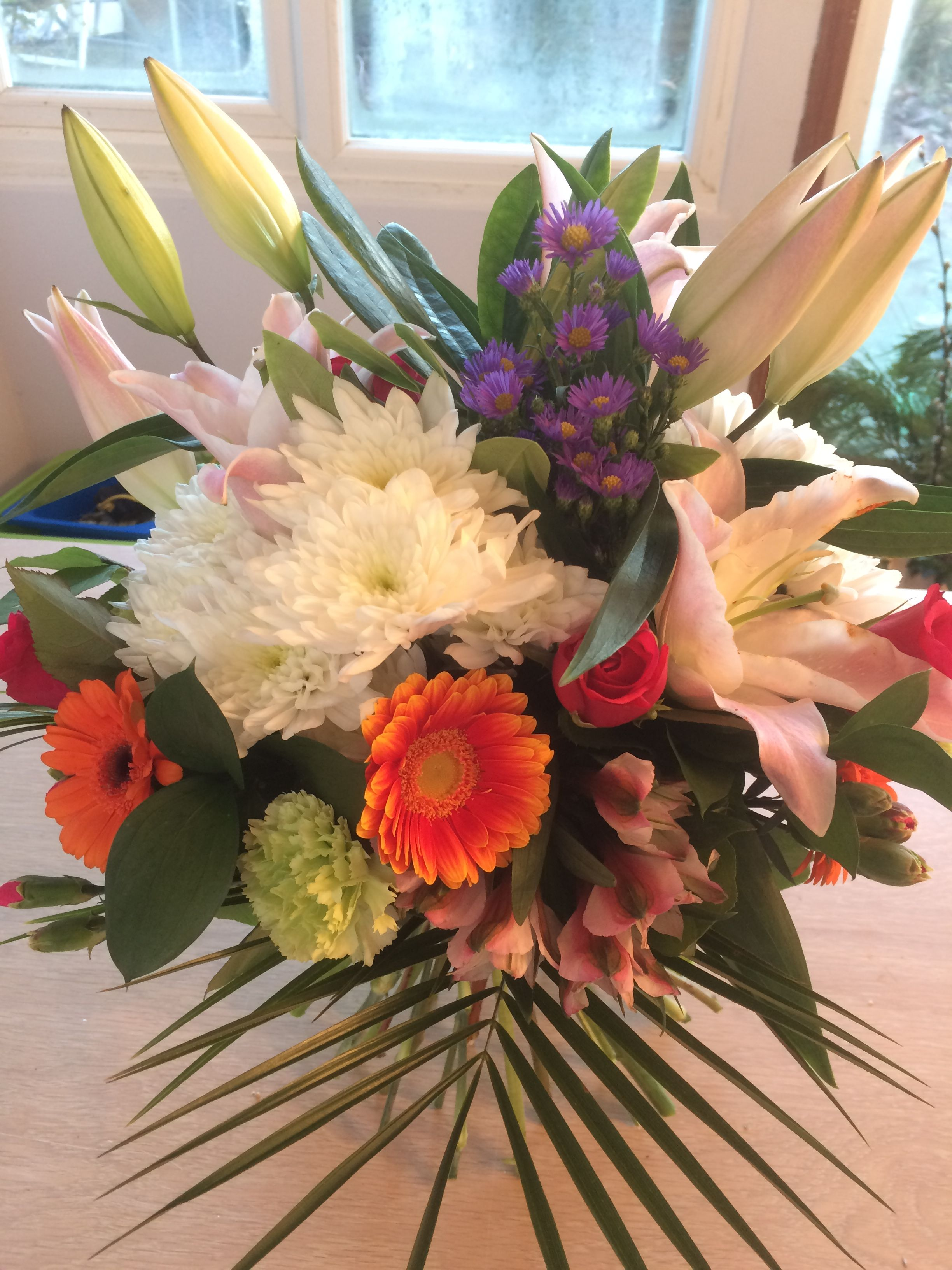 Luxury fresh flower hand tied bouquet from willow house flowers willow house flowers aylesbury florist free same day delivery in aylesbury bucks local on line florist for next day local delivery flowers bouquets izmirmasajfo