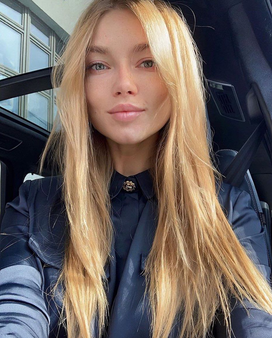 #girl #blonde #lips #longhair #makeup #selfie #car #auto #sport #fitness #figure #model #glam #beaut...