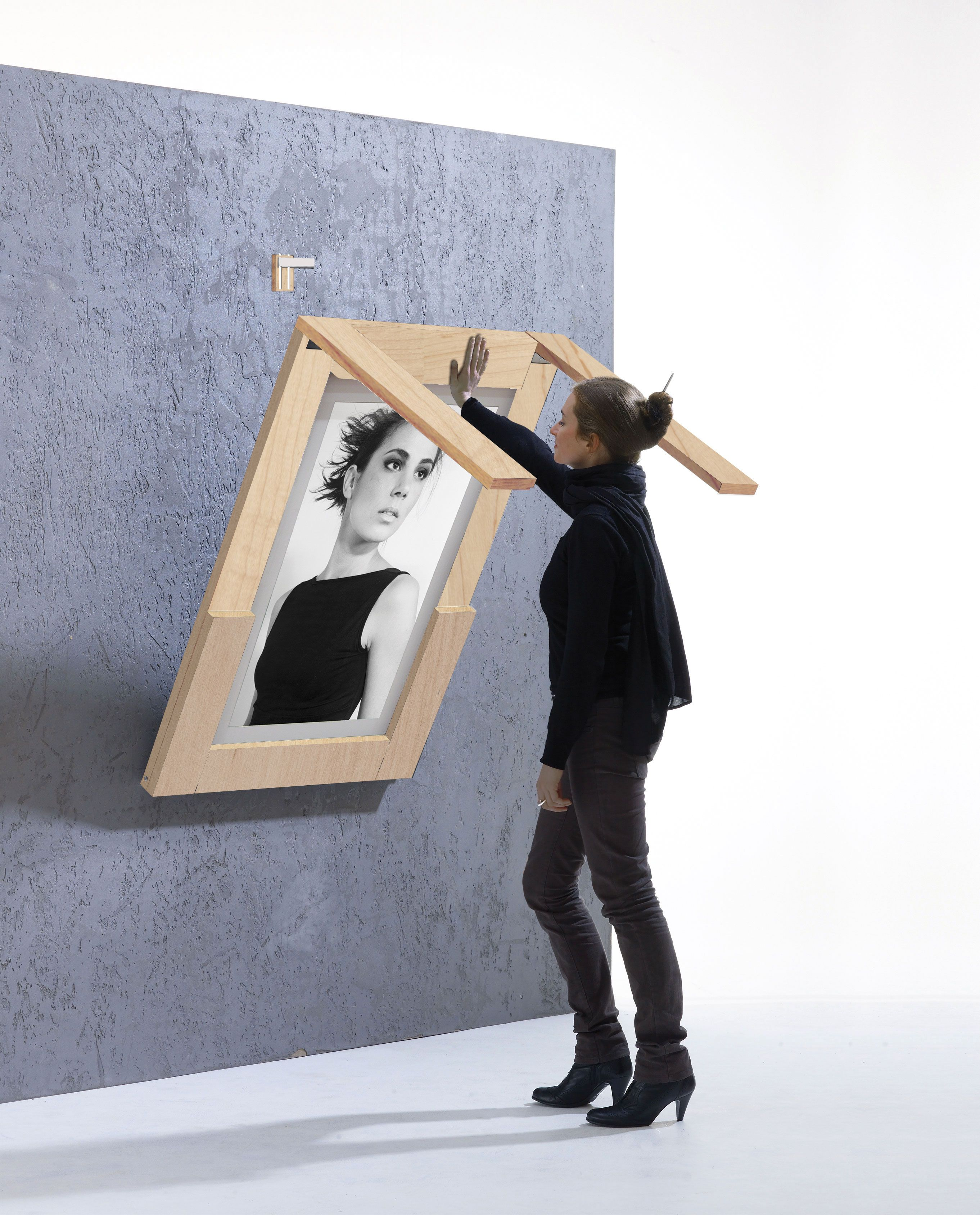 Ivydesign Picture Table Shows Photos Of Your Choice And Folds - Picture-table-by-ivydesign