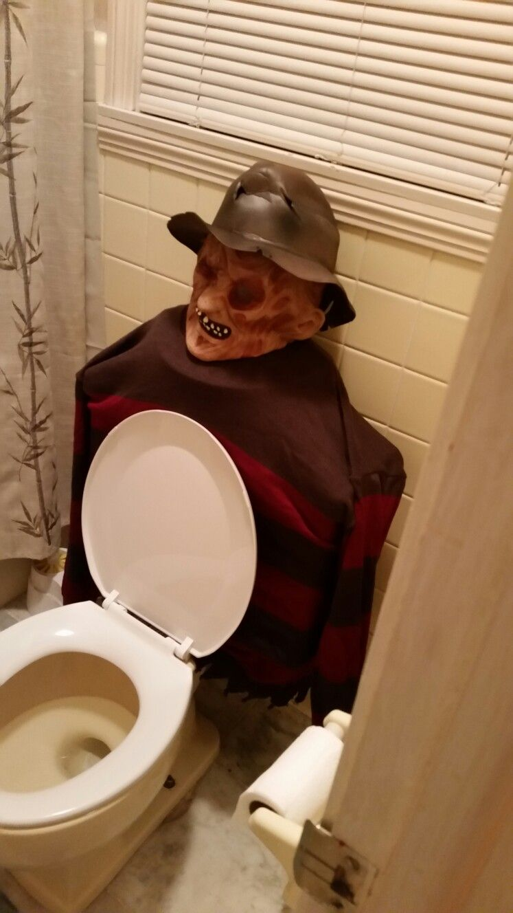 Freddy Krueger Toilet With Images Halloween Decorations