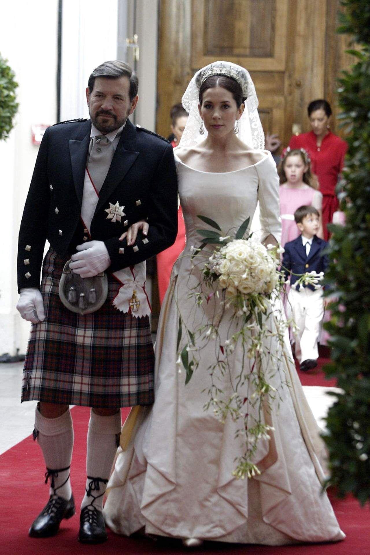 Obruchenie I Svadba Kronprinca Frederika I Meri Donaldson 735 Fotek Royal Wedding Dress Royal Wedding Gowns Royal Brides [ 1921 x 1280 Pixel ]