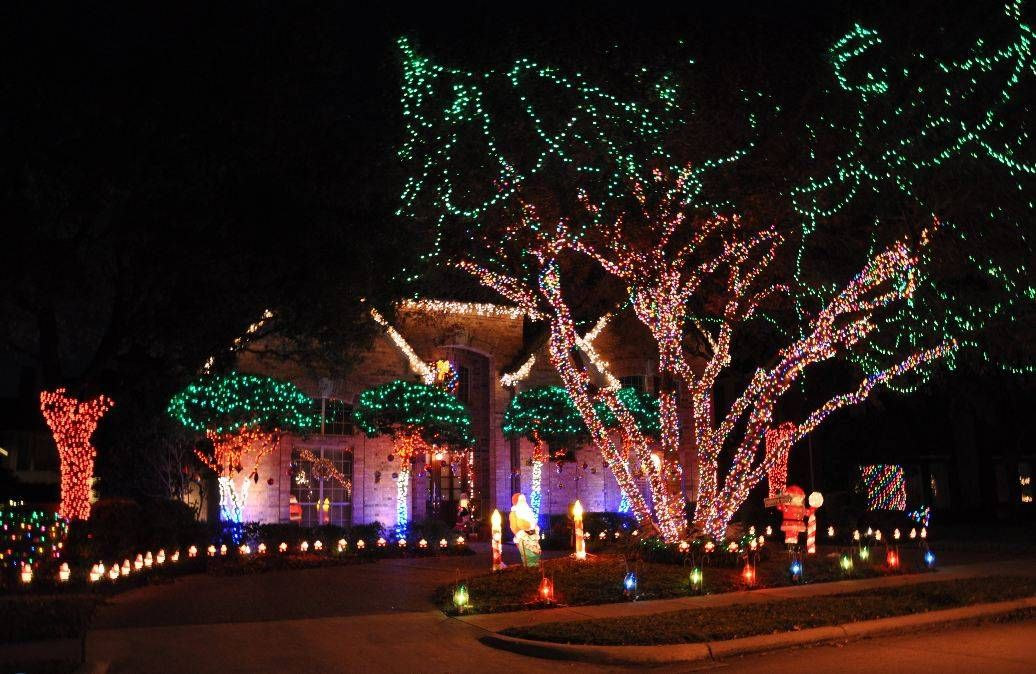 Home To Some Of The Best Christmas Lights In Dfw Aroundarlington Interlochen Df Best Christmas Lights Best Christmas Light Displays Holiday Lights Display