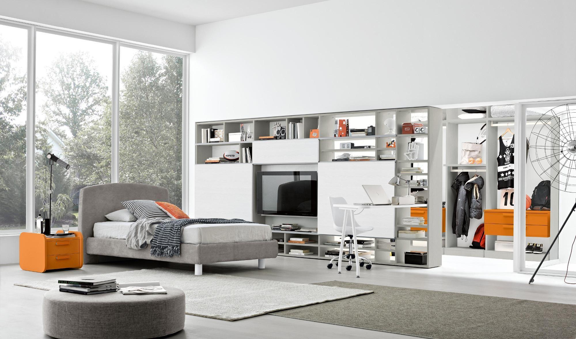 Soluzioni Camerette Con Tre Letti finiture grigio, bianco, e arancione arredo camere da letto