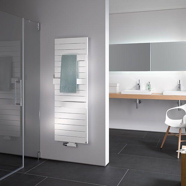 Badkamer met designradiator Tabeo van Kermi | Kylpyhuone / WC ...