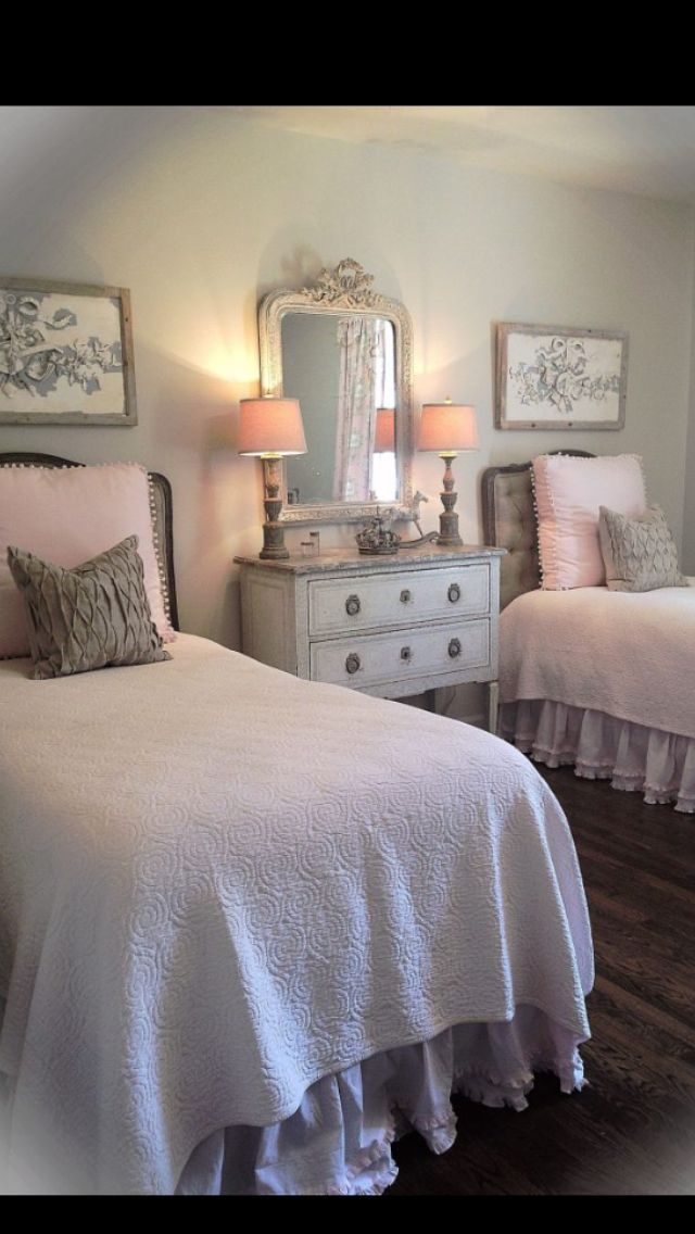 One Giant Decorative Pillow To Make A Twin Bed Look Chic Twin Beds Guest Room Traditional Bedroom Twin Girl Bedrooms