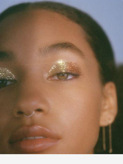 Gold eye makeup and glitter #glittereyemakeup Gold eye makeup and glitter #goldmakeup