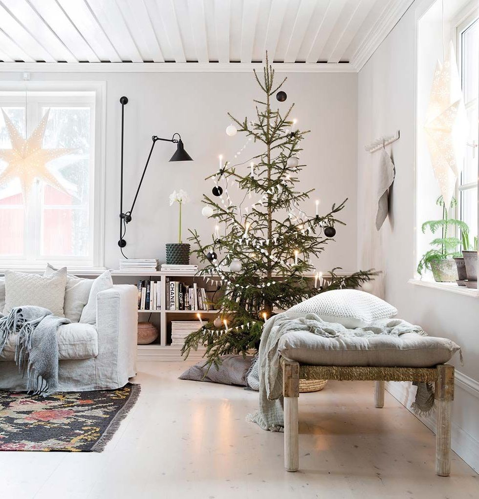 A Bright Scandinavian Christmas Home In An Old Farmhouse Home Decor Scandinavian Home Christmas Home