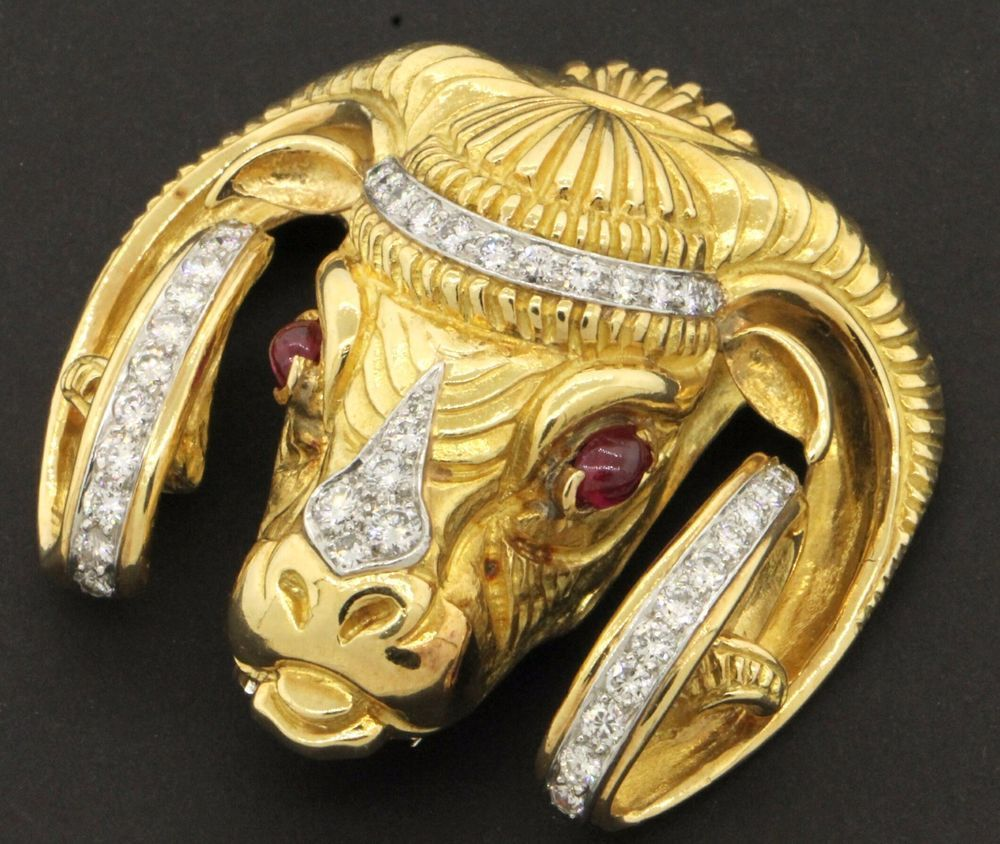 David Webb heavy 18K gold/Platinum 3.30CTW VS1/F diamond/ruby ram s head brooch
