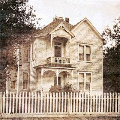 Historic Photo Of Queen Anne House In Tillamook Oregon For Sale Through Save This Old House Old Houses Old House Queen Anne House