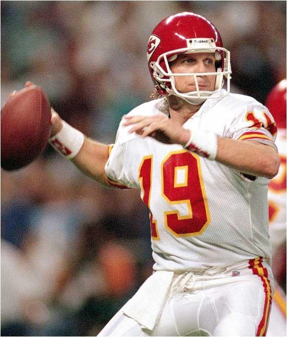 Lone Star State Of Mind Top 10 Quarterbacks Of The 90 S Kansas City Chiefs Kansas City Chiefs Football Nfl Kansas City Chiefs