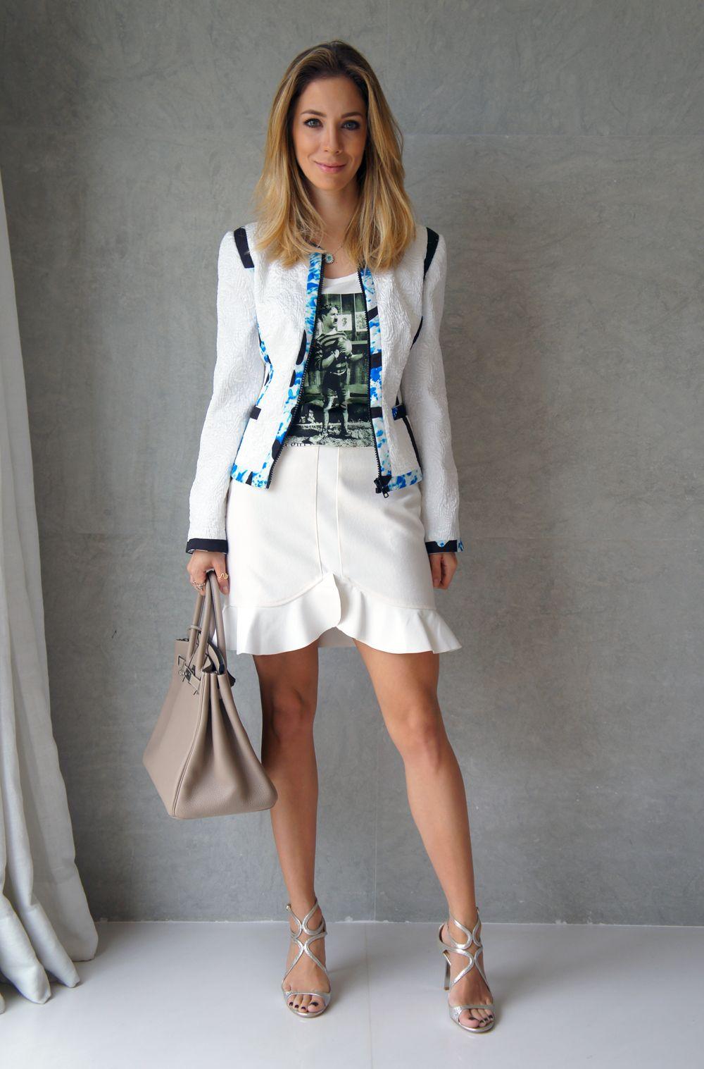 """O look de hoje é especial para quem me pediu uma produção de """"trabalho"""" mas com carinha cool. Você pode aproveitar alguma dessas idéias para dar um up no seu """"uniforme de trabalho"""". Que tal colocar uma camiseta divertida por baixo do seu blazer ou tailleur? Ou usar uma blazer diferente como esse? Ou uma …"""