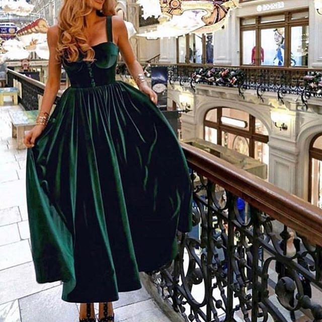 جمال المخمل ولونه التصميم كلاسيك يجننن أناقه ححبيت شرأيكم فولو عشان تشوفي الجدي Dark Green Prom Dresses Green Prom Dress Formal Dresses For Women