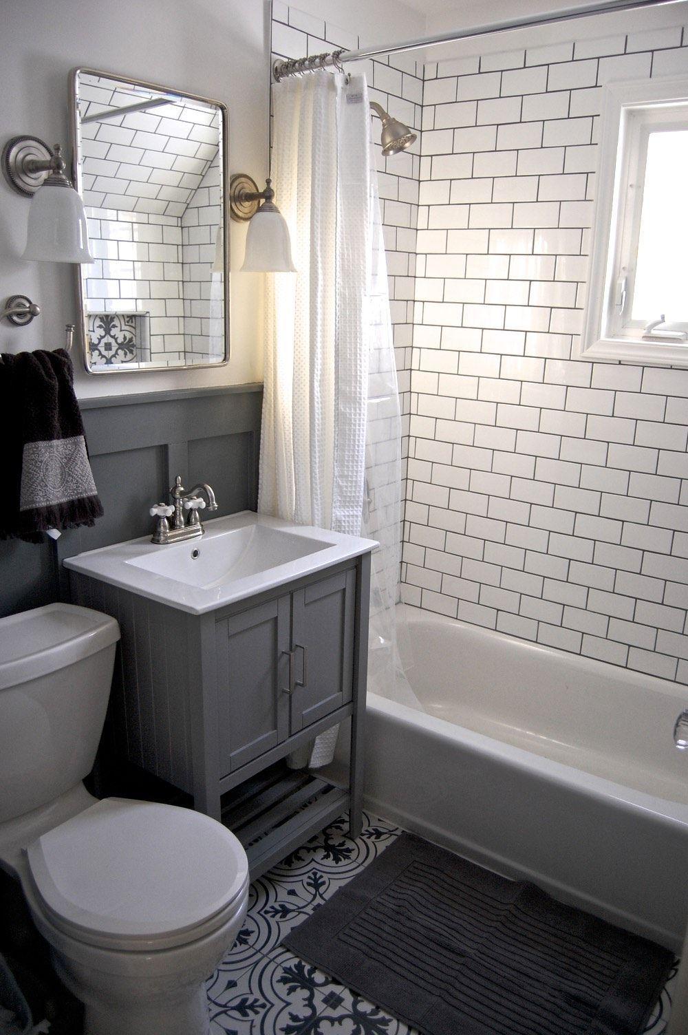 40 Best Bathroom Renovation Ideas Bathroom Diybathroomrenovationideas Ideas Renovation In 2020 Small Bathroom Gray And White Bathroom Small Bathroom Inspiration