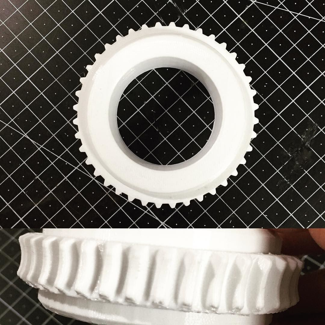 0.25mm Layer Colorfabb HT White #3dprinting #3dprint #3d프린팅 #3dprinter #xyzist #colorfabb #ultimaker2 #gear by xyzists