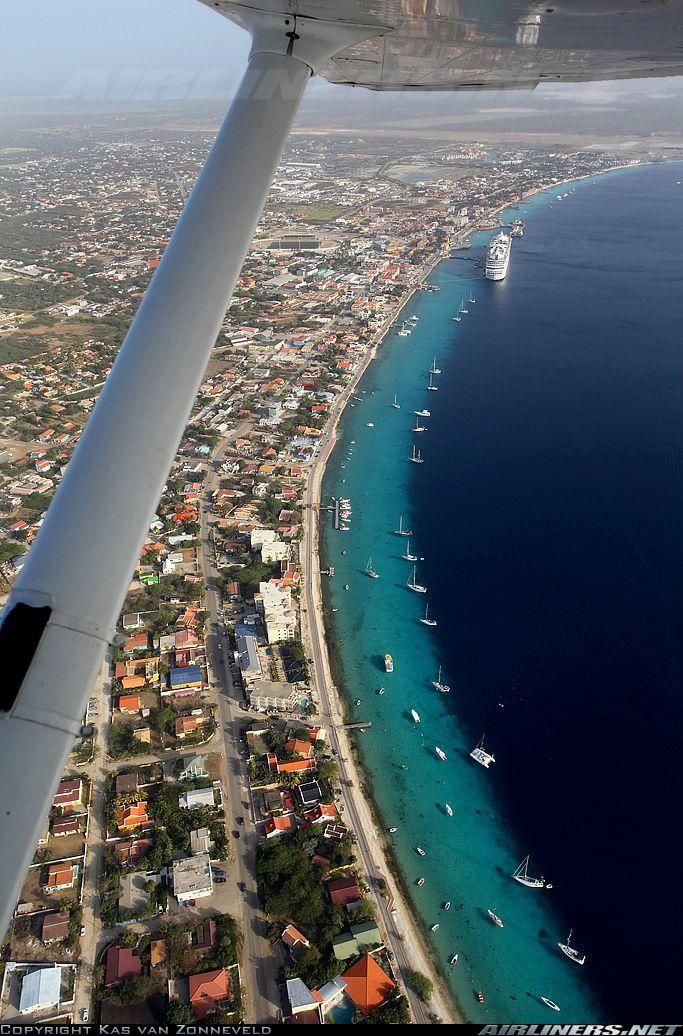 Cessna 172M Skyhawk. Sightseeing flight above Bonaire
